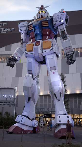 1:1 scale Gundam at Diver City - F***ing RAD!
